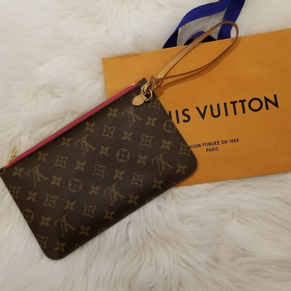 9dd4c71a1572 Louis Vuitton Handbags - Neverfull MM Pochette - Monogram Pivoine